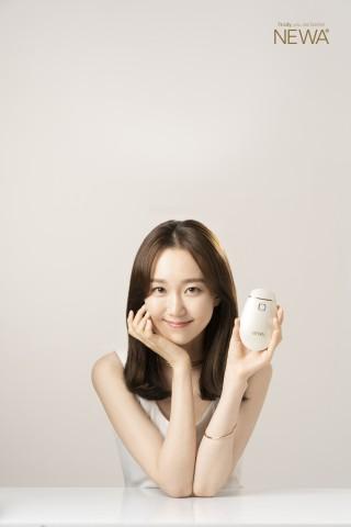 뉴아는 최근 배우 이유영을 광고 모델로 발탁했다