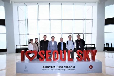 KKday와 롯데월드가 동남아 개별관광객 유치 증대를 위한 공동 마케팅 업무제휴협약을 체결했다