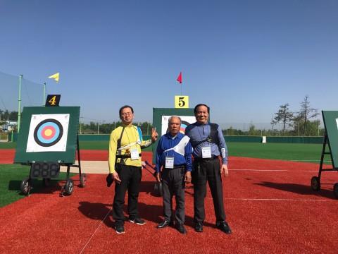 고흥군장애인양궁클럽 회원들이 전라남도장애인체육대회 양궁 종목에 참가하여 포즈를 취하고 있다