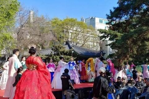 한국시니어스타협회, 세대공감 한복패션쇼 개최