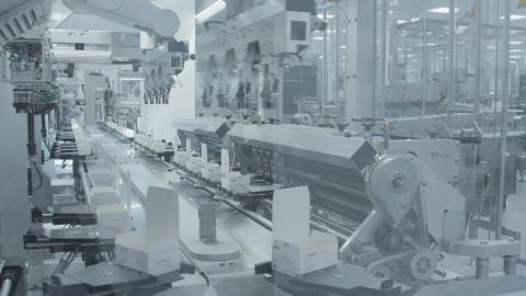 독일 징겐에 있는 다케다의 새로운 뎅기열 백신 제조 공장 생산 라인