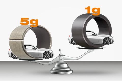금속 베어링의 1/5밖에 되지 않는 플라스틱 베어링의 무게, 약 80%의 경량화 효과를 볼 수 있다