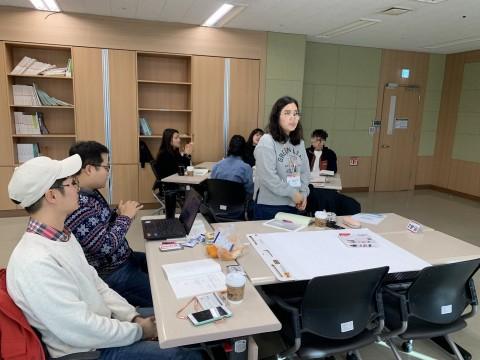 한국보건복지인력개발원이 국민과 함께 만든 교육을 진행하고 있다