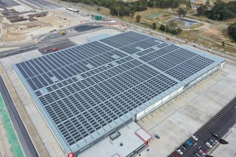 LG전자가 초고효율 태양광 모듈 네온 2를 호주 시드니 소재 무어뱅크 물류단지에 공급했다