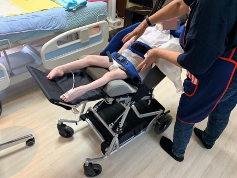 지원된 유모차형 휠체어 적용 모습
