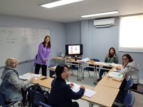 한이재미의 외국인 대상 한국어 교육 수업