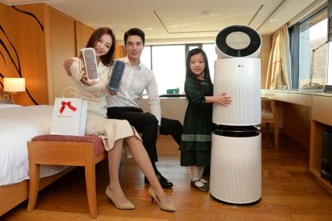 LG전자와 반얀트리 클럽 앤 스파 서울은 프리미엄 객실인 남산 풀 프리미어룸 10개실에 퓨리케어 360° 공기청정기를 설치하고 투숙객을 대상으로 퓨리풀 패키지 상품을 운영한다
