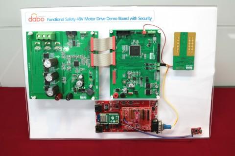 다보코퍼레이션이 출품한 Functional Safety 48V Motor Drive Demo Board