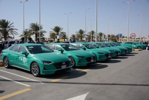 현대자동차가 사우디아라비아에 신형 쏘나타 공항 택시르 대량 수주했다