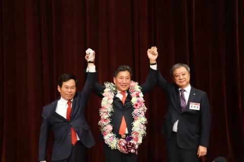 왼쪽부터 김성관 전기공사공제조합 이사장, 류재선 회장, 문원호 중앙선거관리위원장