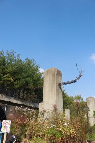 2019년 챌린지가든 '수다쟁이기둥'의 기둥 조형물