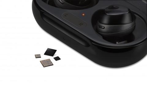 삼성전자가 업계 최초 무선이어폰용 통합 전력관리칩 출시했다