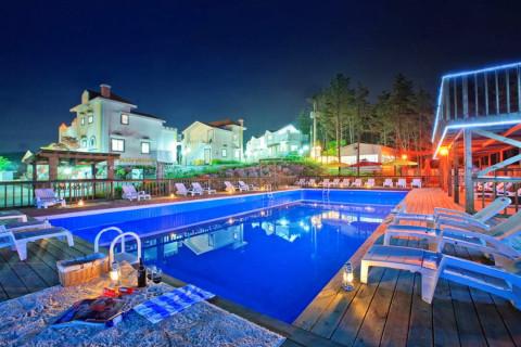 펀츄리 야외 수영장