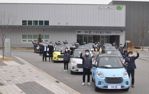 쎄미시스코가 세종공장에서 경형전기차 EV Z(이브이 제타)의 2021년 첫 출고 기념식을 개최했다