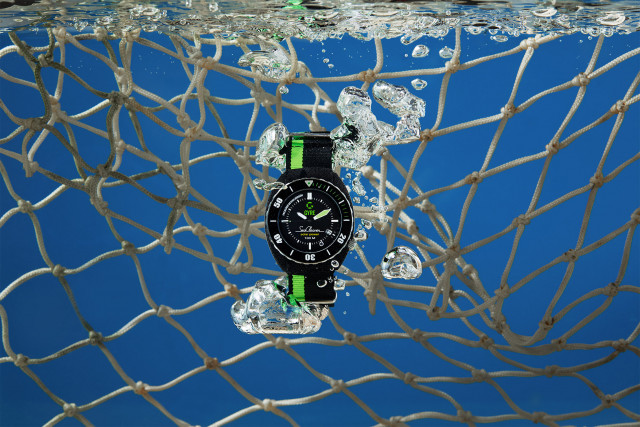 DSM 재생플라스틱 Akulon Repurposed 적용된 Gyre Watch 손목시계