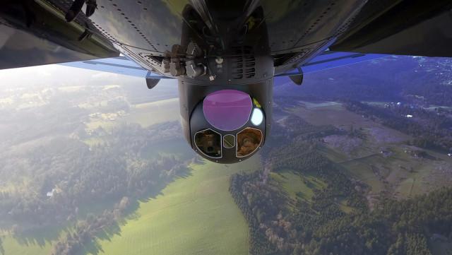 플리어 스타 사파이어 시스템은 고정익 항공기와 헬리콥터에 탑재돼 광범위한 군사, 수색, 구조 활동에 사용되고 국경 및 해안 감시, 항공법 집행 애플리케이션 등에 사용되고 있다. 3...