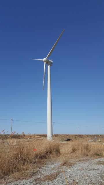 한전이 약한 바람에도 운영 가능한 중형풍력발전기 개발에 성공했다
