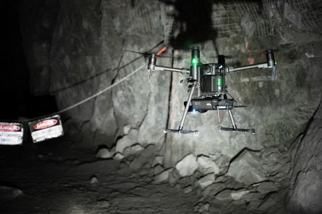 벨로다인의 라이다 센서를 사용하는 호버맵에 대한 에메센트의 AL2 기술을 통해 회사는 광산, 토목 공사, 통신 인프라 및 재난 대응 환경과 같은 접근하기 어려운 환경에서 데이터를 ...