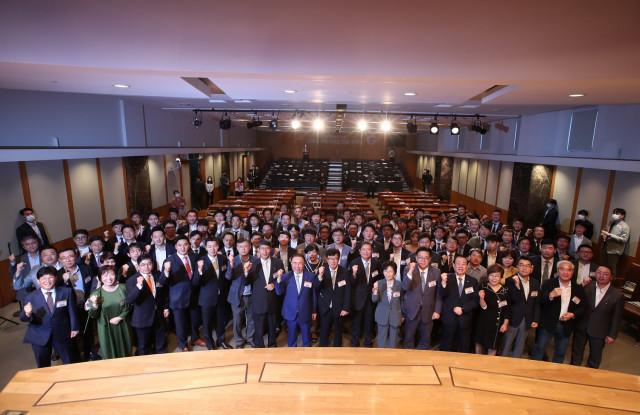 크린토피아가 '매일경제 100대 프랜차이즈'에 10년 연속 수상했다