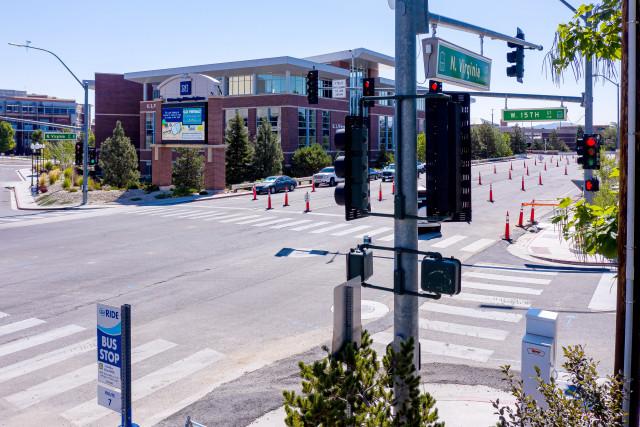 네바다 대학, 리노의 네바다 응용연구 센터는 벨로다인의 라이다 센서를 네바다 주 리노시의 건널목과 교차로에 배치하여 교통 분석, 혼잡 관리 및 보행자 안전을 개선하는 데 도움을주었...