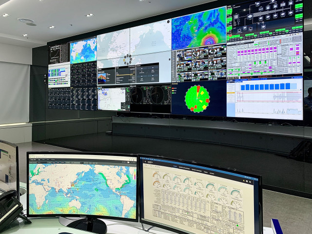 HMM이 국내 첫 선박종합상황실을 오픈했다