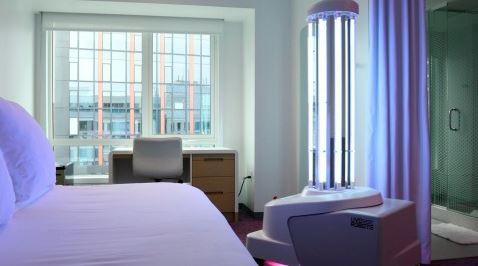 요텔 보스턴의 총괄 매니저 트리시 베리는 현재 호텔 업계는 여행자를 보호하는 방법을 강화할 뿐만 아니라 체크인부터 체크 아웃까지 가능한 모든 조치를 취하고 있다는 확신을 주는 것이...