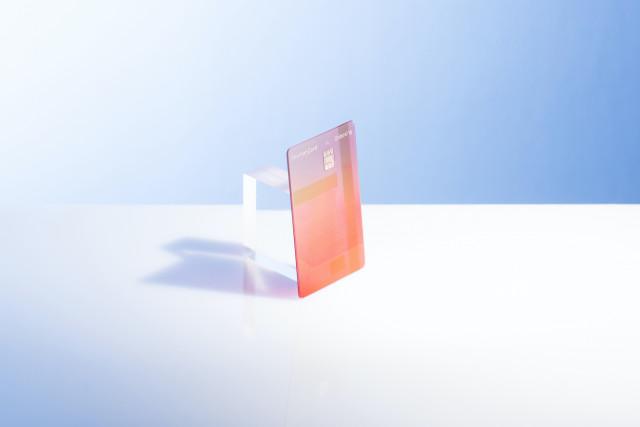 신한카드가 쇼핑에 특화된 '언박싱 카드'를 출시했다