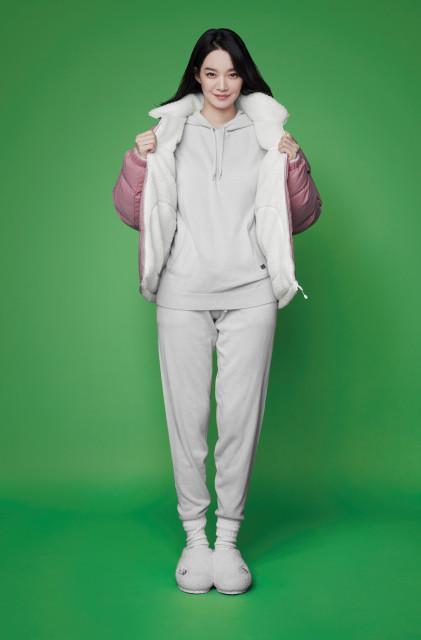 시티 컴포트 캐시미어 후드, 시티 컴포트 캐시미어 팬츠를 착용한 노스페이스 홍보대사 신민아