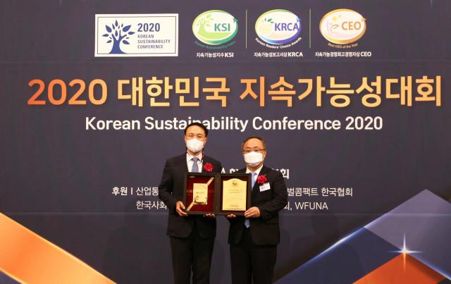 신한카드가 한국표준협회 주관 2020 대한민국 지속가능성대회에서 카드업계 최초로 11년 연속 대한민국 지속가능성지수 신용카드 부문 1위 기업에 선정됐다고 밝혔다. 시상식이 열린 서...