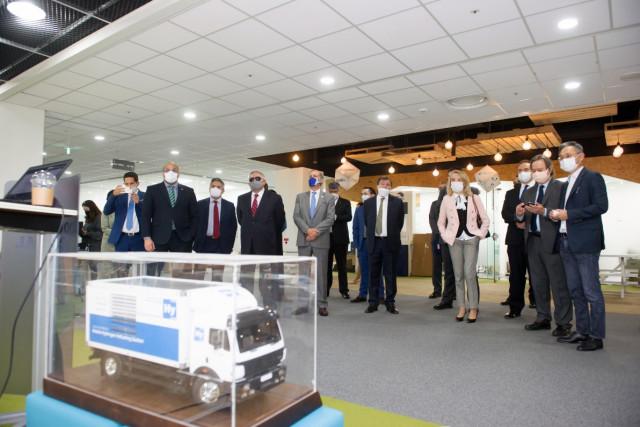 10월 21일 온·오프라인 결합 방식으로 열린 한-중남미 스타트업 파트너십 프로토타입 언팩 행사에서 하이리움산업이 기술시연을 하고 있다