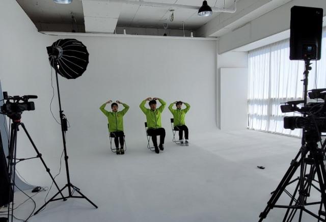 하남 몽타주 스튜디오에서 밸런스워킹PT 비대면 교육을 촬영하고 있다