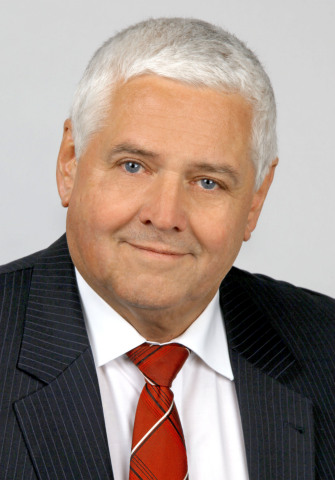 티토믹이 노르베르트 슐츠를 임시최고경영자로 임명했다