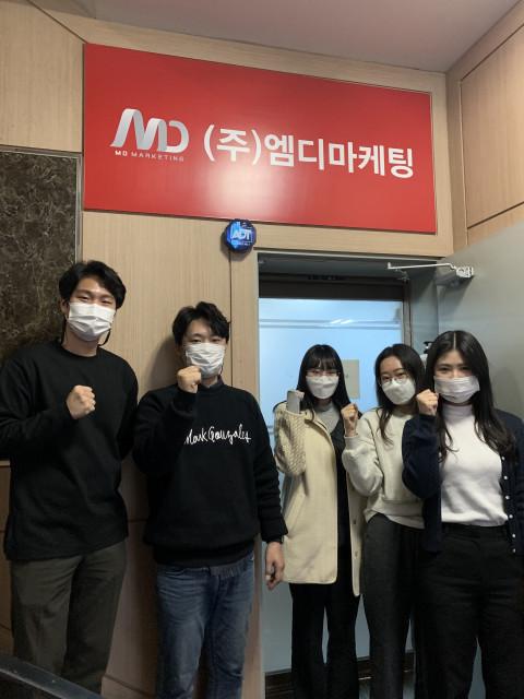 왼쪽부터 이윤민(학습근로자), 김도형 팀장(기업현장교사), 최은하, 이지영, 조미라(학습근로자)