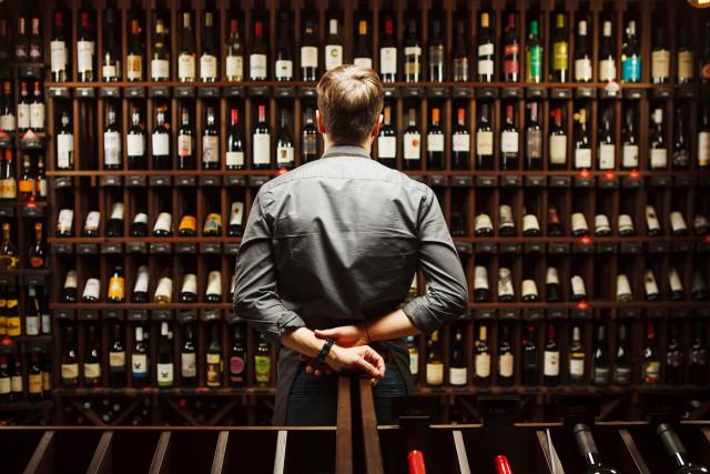 호텔 서울드래곤시티가 대규모 와인 아웃렛 두두 와인 창고를 오픈했다