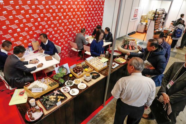 일본 식품 무역 전시회 내 시음 및 시식 코너