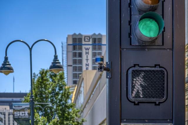 스마트 도시 솔루션은 벨로다인의 라이다 센서를 사용해 보행자 안전, 자동차 통행, 주차 공간 관리, 속도 측정, V2X 통신, 대기열 및 자산 관리, 보안 등 분야의 상황을 측정 ...
