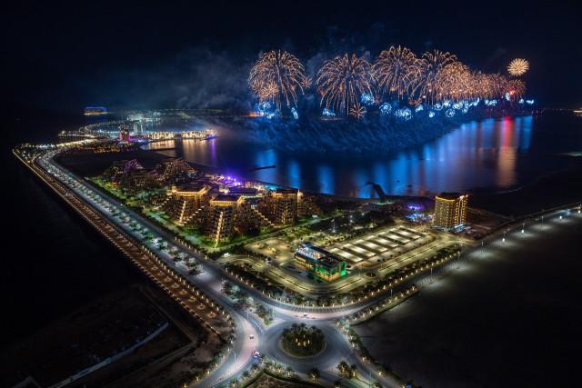 라스 알 카이마가 세계 최대 불꽃놀이로 2021년의 시작을 알렸다