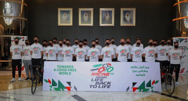 투르 드 프랑스 2020 우승팀인 UAE 팀 에미레이트가 프로 스포츠 팀으로는 세계 최초로 백신 접종을 받았다