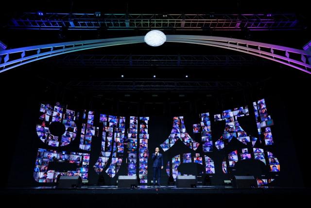 홍긍화 유사나 한국지사장이 유튜브 라이브로 진행된 2021 킥오프 셀레브레이션에서 인사말을 전하고 있다