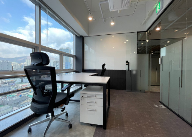 웹케시의 세무사 전용 플랫폼 위 멤버스 클럽이 오픈한 비즈니스 센터 부산점 사무실