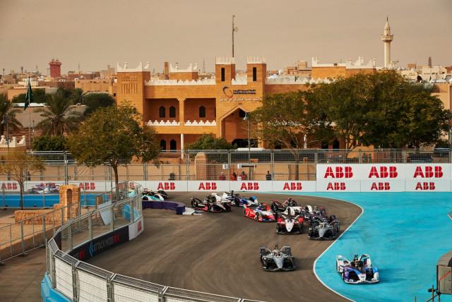 ABB FIA 포뮬러 E 월드챔피언십은 가장 진보된 이-모빌리티(e-mobility) 기술에 대한 인식을 높이는 훌륭한 플랫폼이다