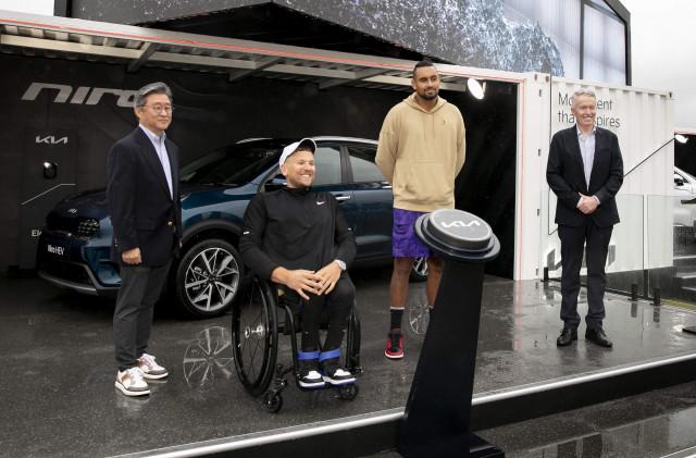 왼쪽부터 조준수 기아 호주판매법인장, 딜런 알콧 휠체어 테니스 선수, 닉 키리오스 테니스 선수, 크레이그 타일리 호주오픈 토너먼트 디렉터