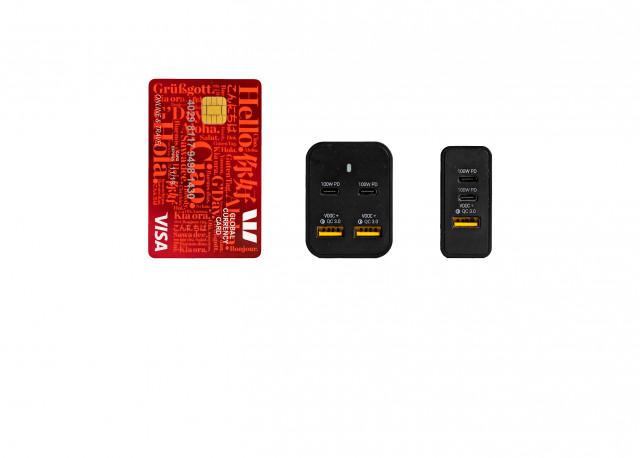 왼쪽부터 신용카드보다 작은 사이즈의 오메가 200 및 오메가 100