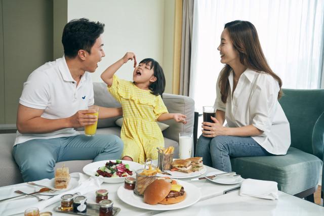 메리어트 인터내셔널 21개 호텔이 식음료 크레딧 포함된 다이닝 스테이케이션 패키지를 진행한다