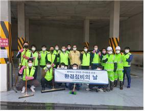 금천구시설관리공단이 시흥5동 방수 계곡 지평식 주차장 환경정비를 실시했다