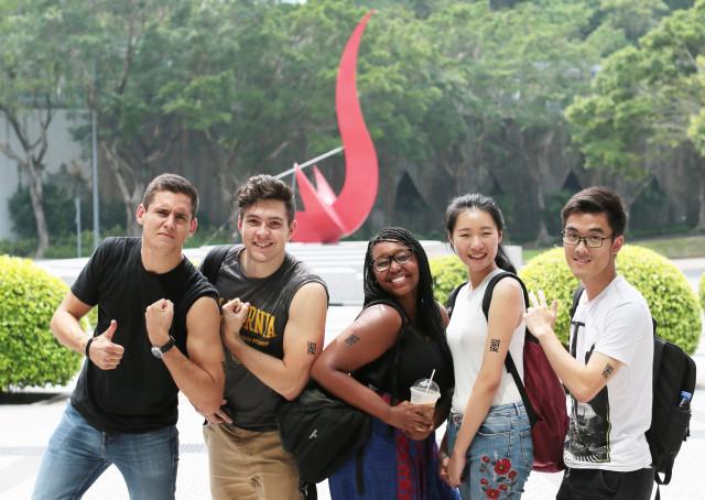 홍콩과기대는 홍콩에서 가장 다양한 인종의 학생들로 구성된 대학 가운데 하나이며, 학생의 약 16%가 중국 본토를 제외한 해외 출신이다
