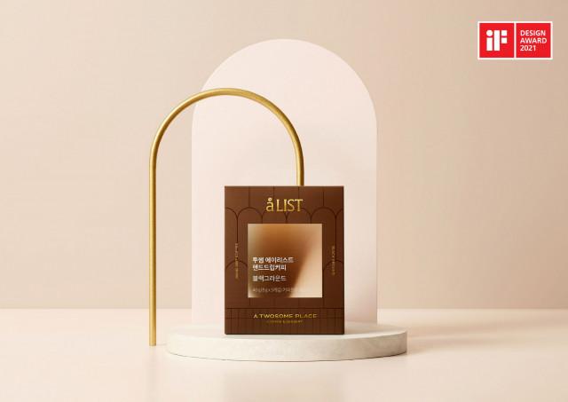 투썸플레이스가 홈카페 브랜드 에이리스트 및 원두 제품으로 iF 디자인 어워드 2021 패키지 부문에서 본상 2개를 수상했다