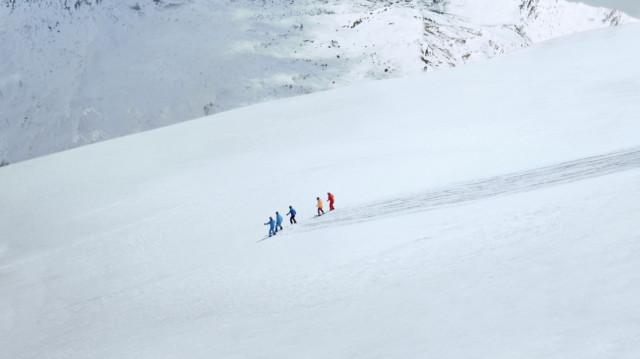 스키장에 그려지고 있는 스키 선언문
