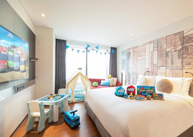 호텔 서울드래곤시티가 꼬마버스 타요와 함께 가정의 달 이벤트를 진행한다