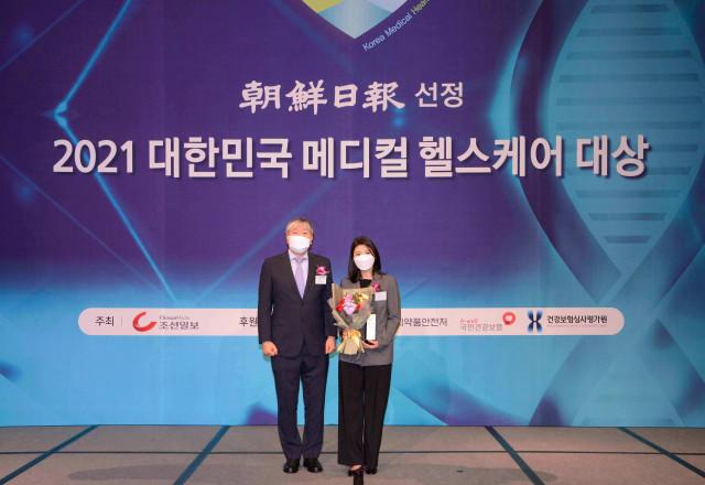 유사나헬스사이언스가 2021 대한민국 메디컬 헬스케어 대상 시상식에서 종합비타민 부문과 체중조절용 조제식품 부문 대상을 수상했다